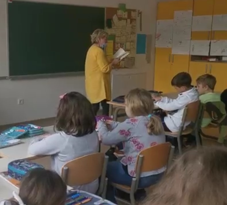 Branje in pogovor v Osnovni šoli Toma Brejca, Kamnik: Milijonček za prijaznost (NOČ KNJIGE 2021)